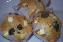 Juhsajtos-olajbogyós muffin